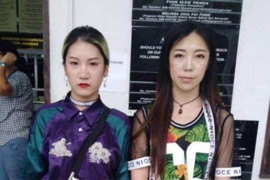 Du khách Trung Quốc nhảy phản cảm ở chốn linh thiêng - Ảnh 2.