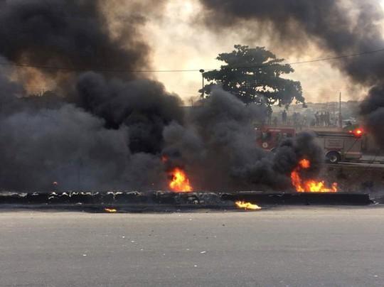 Xe tải chở dầu bắt lửa, 9 người chết thảm - Ảnh 3.