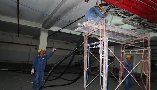 Chung cư Carina bắt đầu được cải tạo, sửa chữa - Ảnh 1.