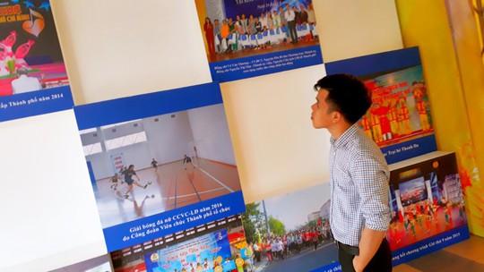 """CNVC-LĐ TP HCM hào hứng với triển lãm """"Tự hào công nhân thành phố anh hùng"""" - Ảnh 1."""
