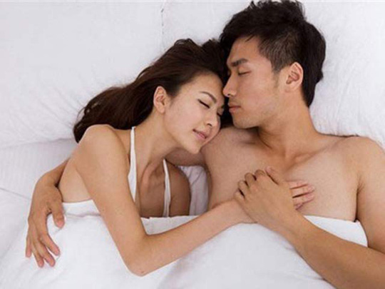 Nhiều cặp vợ chồng quyết định ngủ chay để duy trì hạnh phúc - Ảnh 1.