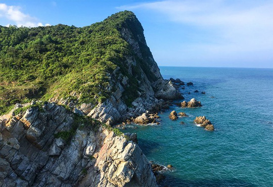 Tận hưởng biển xanh, cát trắng ngày hè trên đảo Quan Lạn - Ảnh 4.