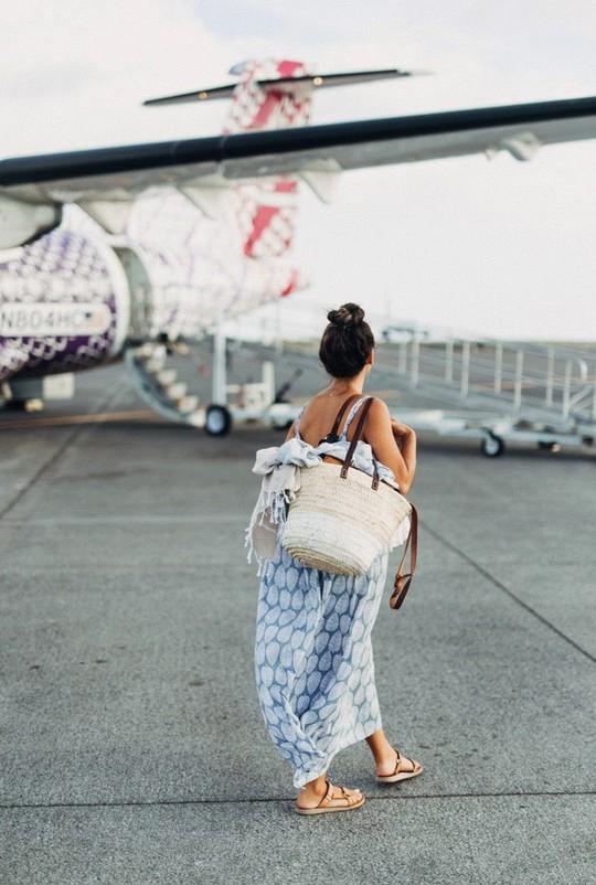 Đi du lịch gặp nắng nóng nên làm gì? - Ảnh 1.