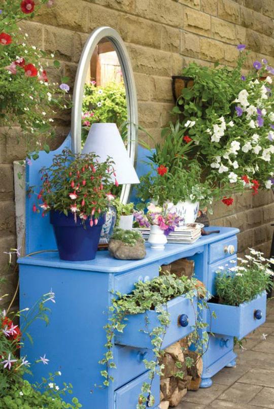 Tận dụng đồ bỏ đi trang trí khu vườn mùa hè xanh mát - Ảnh 6.