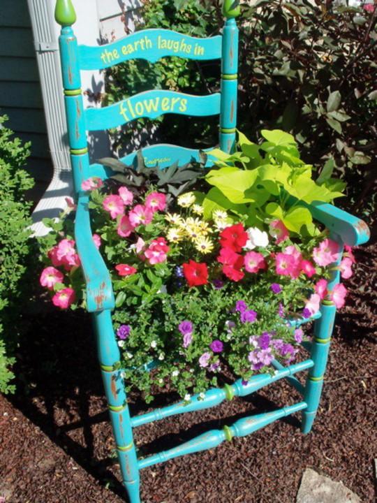Tận dụng đồ bỏ đi trang trí khu vườn mùa hè xanh mát - Ảnh 8.