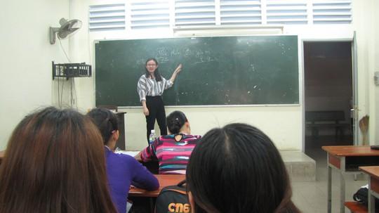 Nhà giáo tương lai xử lý tình huống giao tiếp khó đỡ - Ảnh 2.