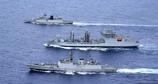 Rời biển Đông, tàu chiến Ấn Độ bị tàu Trung Quốc bám đuôi - Ảnh 1.