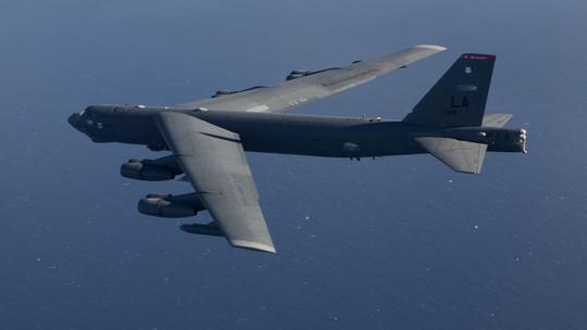 Mỹ điều máy bay ném bom B-52 đến gần Trường Sa - Ảnh 1.