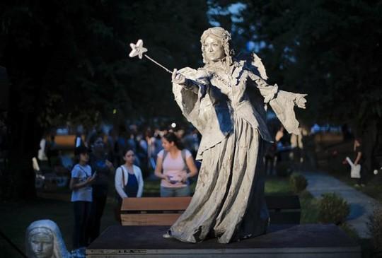 Đến Bucharest khám phá Lễ hội tượng sống đặc sắc - Ảnh 2.