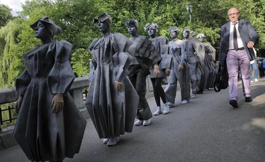 Đến Bucharest khám phá Lễ hội tượng sống đặc sắc - Ảnh 10.