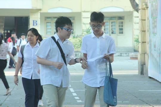 Tuyển sinh lớp 10 tại Hà Nội: Đề thi thiếu đột phá, lọt đề sớm - Ảnh 1.