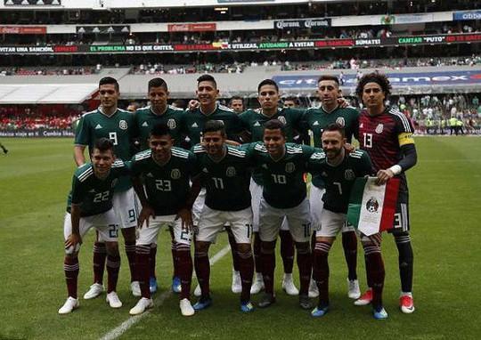 8 tuyển thủ Mexico dính nghi án thác loạn với 30 gái gọi trước World Cup - Ảnh 1.