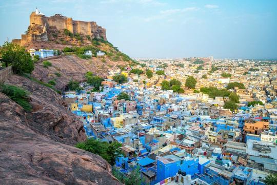 Thành bang bốn màu ở Ấn Độ - điểm đến rực rỡ cho mùa hè - Ảnh 2.