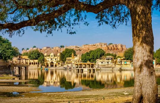 Thành bang bốn màu ở Ấn Độ - điểm đến rực rỡ cho mùa hè - Ảnh 4.