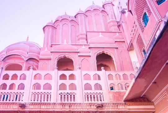Thành bang bốn màu ở Ấn Độ - điểm đến rực rỡ cho mùa hè - Ảnh 8.