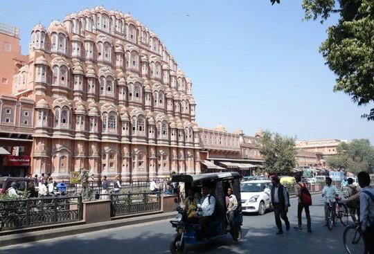 Thành bang bốn màu ở Ấn Độ - điểm đến rực rỡ cho mùa hè - Ảnh 9.
