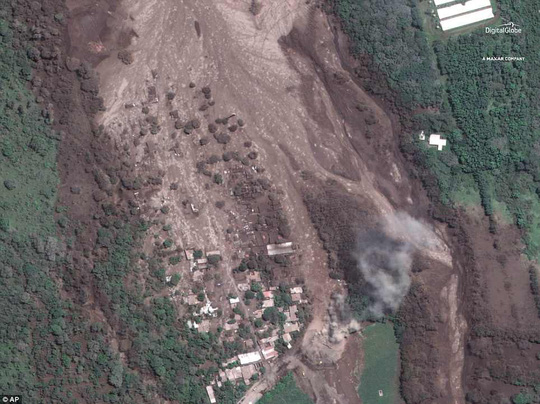 Khốc liệt hình ảnh trước và sau thảm họa núi lửa ở Guatemala - Ảnh 2.