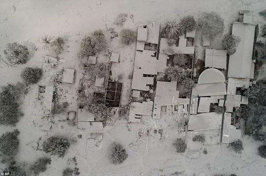 Khốc liệt hình ảnh trước và sau thảm họa núi lửa ở Guatemala - Ảnh 7.