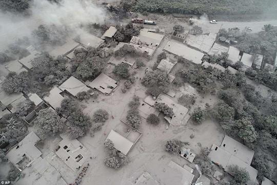 Khốc liệt hình ảnh trước và sau thảm họa núi lửa ở Guatemala - Ảnh 9.