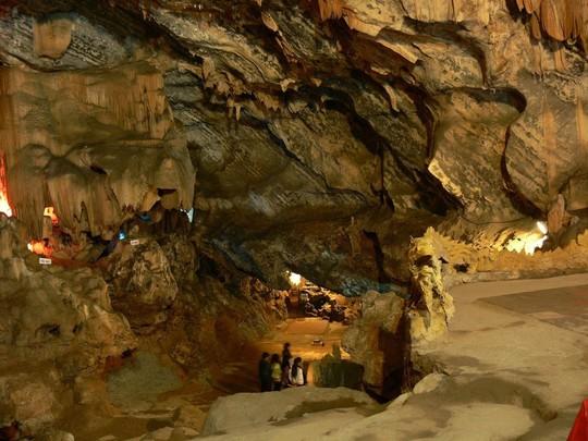 Kỳ thú hang động VN như rồng chúa vờn ngọc - Ảnh 1.