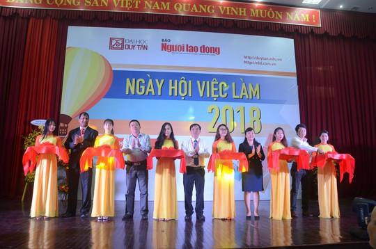 Gần 100 doanh nghiệp tham gia ngày hội việc làm tại Đà Nẵng - Ảnh 1.
