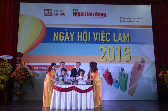 Gần 100 doanh nghiệp tham gia ngày hội việc làm tại Đà Nẵng - Ảnh 2.
