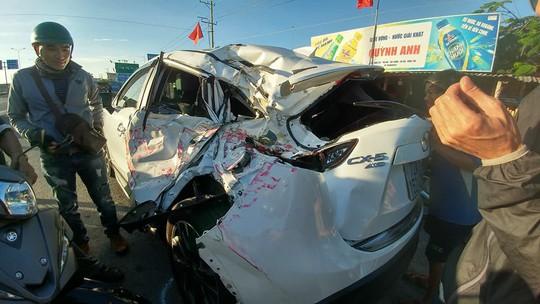 Xe cứu hỏa tông 3 ô tô khi đi chữa cháy - Ảnh 8.