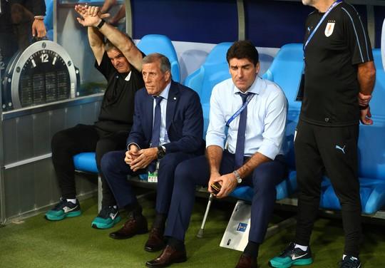 Cavani tiễn Ronaldo về nước - Ảnh 1.