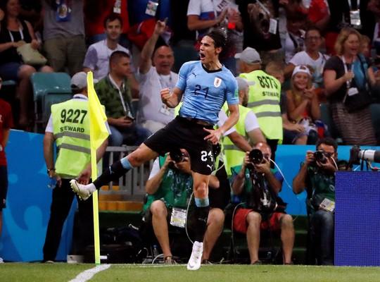 Cavani tiễn Ronaldo về nước - Ảnh 7.