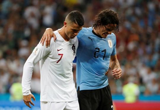 Cavani tiễn Ronaldo về nước - Ảnh 8.