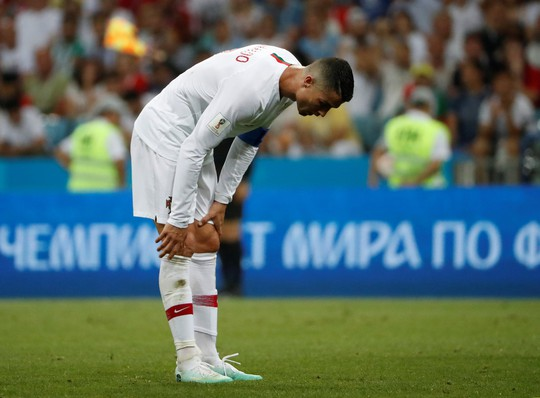 Cavani tiễn Ronaldo về nước - Ảnh 10.