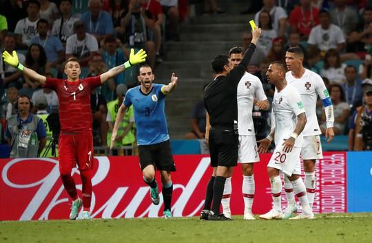 Cavani tiễn Ronaldo về nước - Ảnh 9.