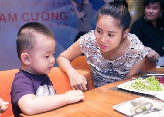 Hé lộ số tiền trợ cấp nuôi con của sao Việt sau ly hôn - Ảnh 5.