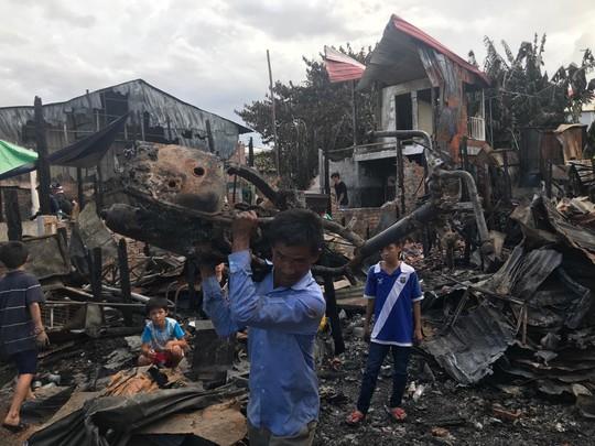 Cháy lớn thiêu rụi nhà cửa hơn 60 gia đình Campuchia gốc Việt - Ảnh 6.