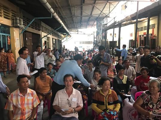 Cháy lớn thiêu rụi nhà cửa hơn 60 gia đình Campuchia gốc Việt - Ảnh 9.
