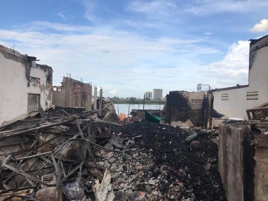 Cháy lớn thiêu rụi nhà cửa hơn 60 gia đình Campuchia gốc Việt - Ảnh 4.