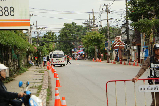 Người Lao Động tường thuật từ bệnh viện điều trị đội bóng mắc kẹt - Ảnh 3.