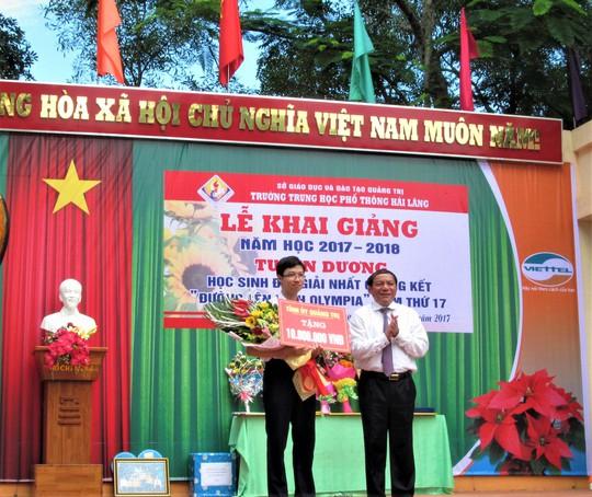 Cậu bé Google Nhật Minh thủ khoa tốt nghiệp THPT tại Quảng Trị - Ảnh 1.