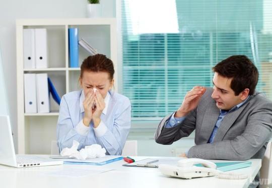3 nguy cơ tiềm ẩn khi ngồi điều hòa trong ngày nắng nóng - Ảnh 1.