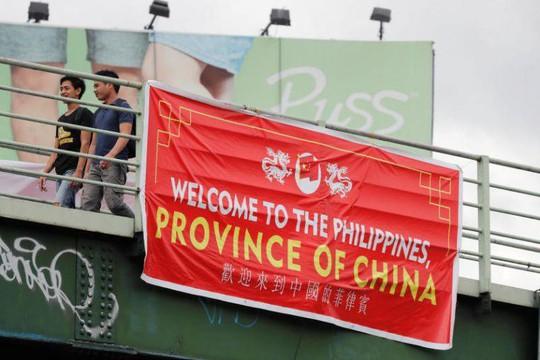 Biểu ngữ Philippines là một tỉnh của Trung Quốc châm ngòi phẫn nộ - Ảnh 1.