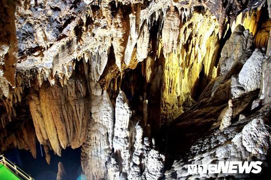Bí ẩn vẻ đẹp kỳ ảo của hang động đẹp nhất miền Bắc - Ảnh 27.