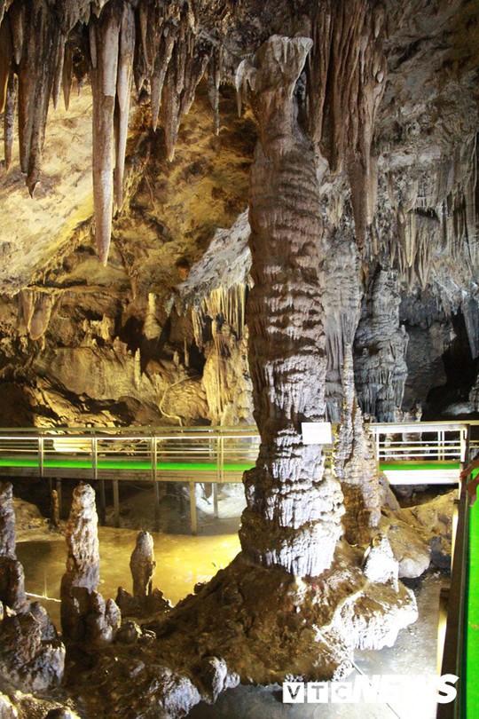 Bí ẩn vẻ đẹp kỳ ảo của hang động đẹp nhất miền Bắc - Ảnh 2.