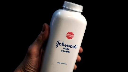 Johnson & Johnson phải bồi thường gần 4,7 tỉ USD vì phấn rôm gây ung thư - Ảnh 1.