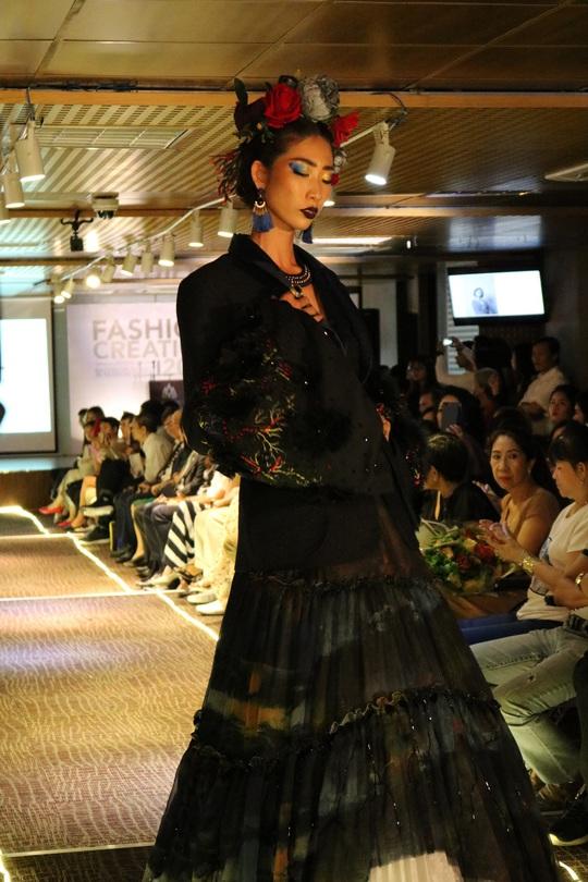 Thiết kế thời trang độc, lạ của sinh viên - Ảnh 9.