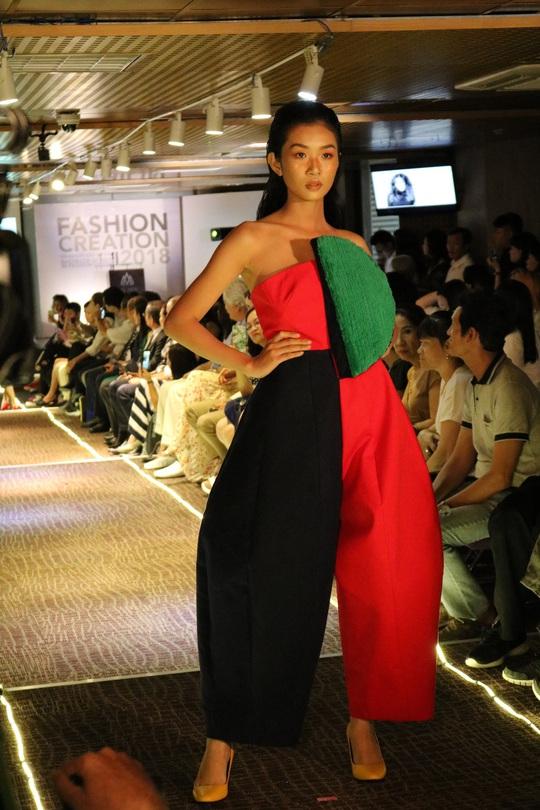 Thiết kế thời trang độc, lạ của sinh viên - Ảnh 5.