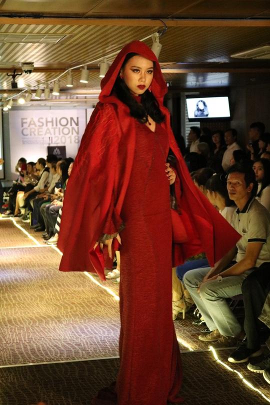 Thiết kế thời trang độc, lạ của sinh viên - Ảnh 4.