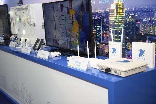 VNPT trình diễn nhiều sản phẩm giải pháp công nghệ 4.0 tại Industry Summit 2018 - Ảnh 1.