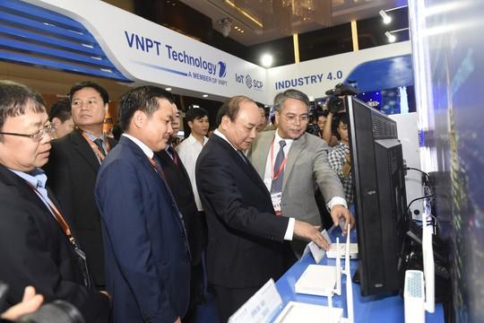 VNPT trình diễn nhiều sản phẩm giải pháp công nghệ 4.0 tại Industry Summit 2018 - Ảnh 2.