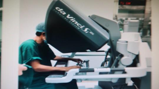 Lần đầu dùng robot phẫu thuật bệnh nhược cơ - Ảnh 3.