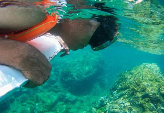 Cuối tuần lặn biển ngắm san hô dù không biết bơi - Ảnh 1.